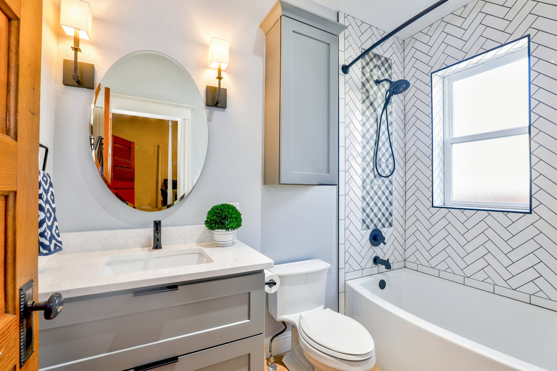 Read more about the article Essential Furnishings for Your Guest Bathroom