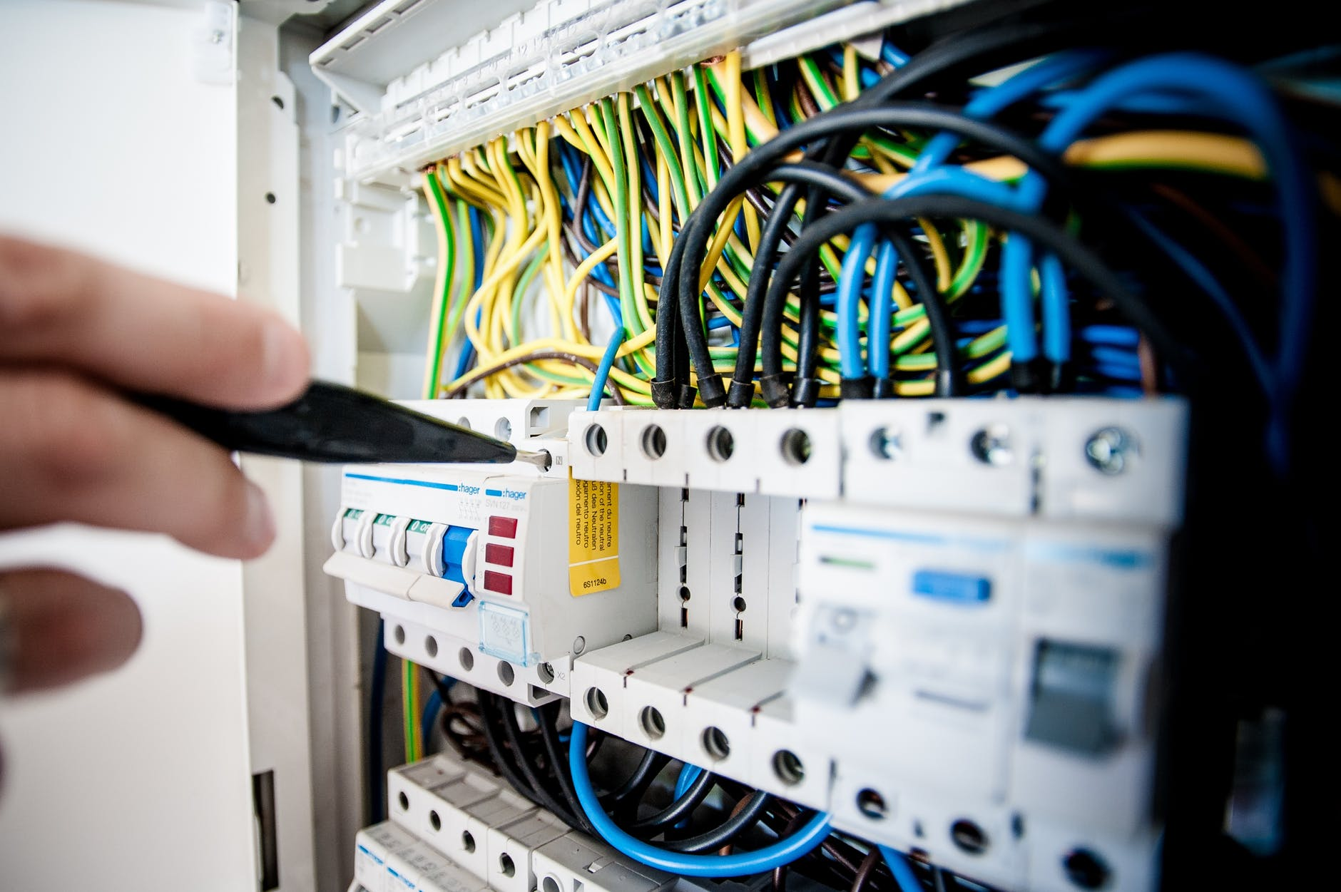 Signs That Suggest You Need to Call An Electrician