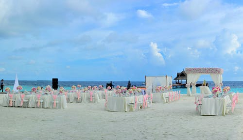 wedding chair s on the beach