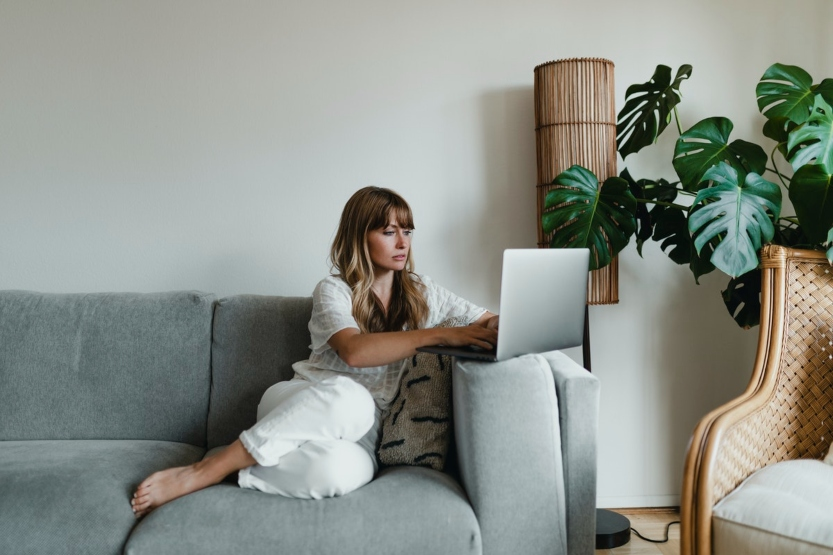 lady on sofa with laptop
